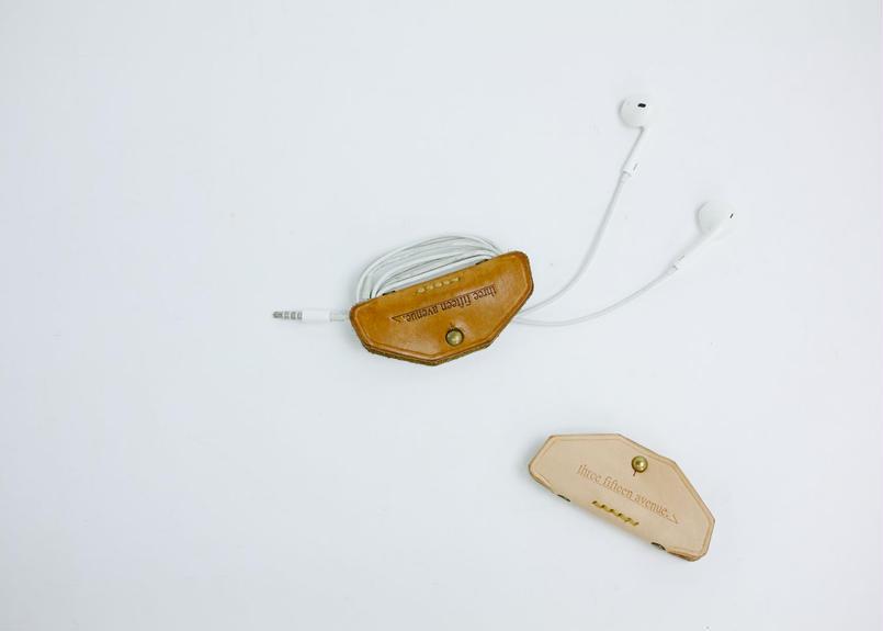 hourglass earphones clip