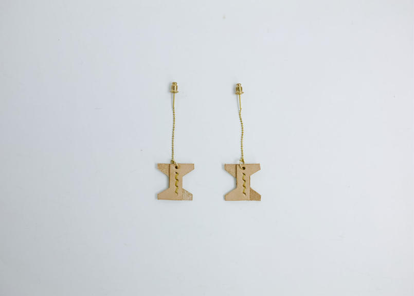 hourglass american earrings