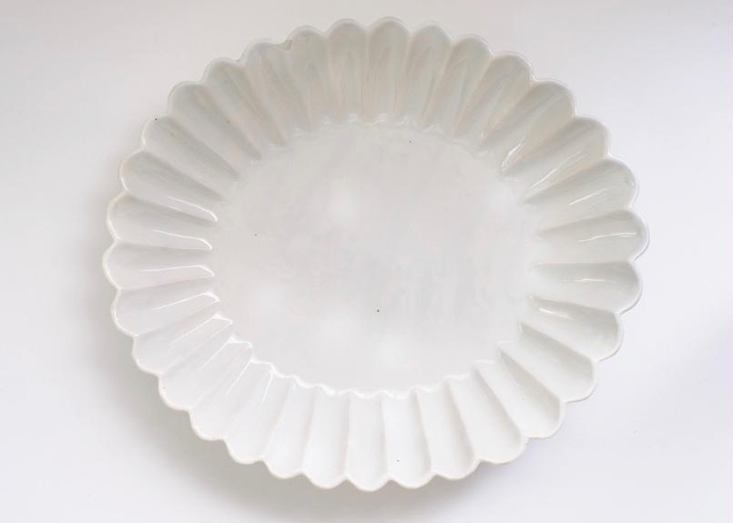 青白土楕円輪花皿 大