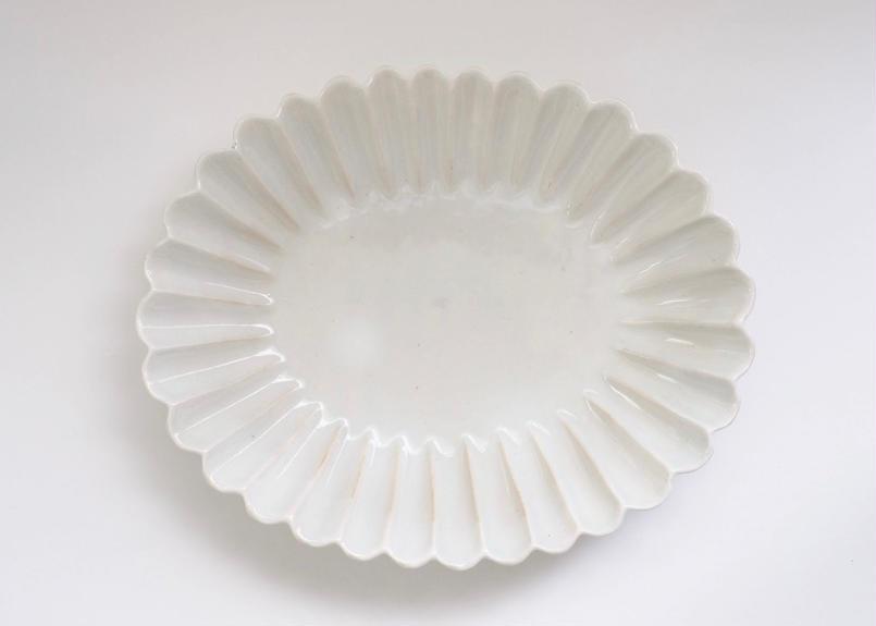 青白土楕円輪花皿 中