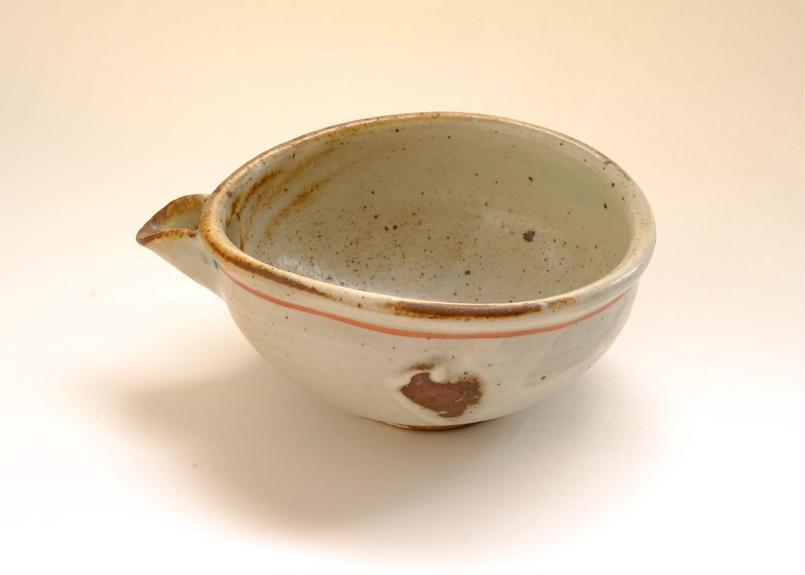 灰釉粉引赤絵片口鉢
