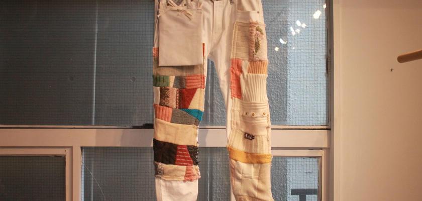 いつかのニット・セーターと後付ポケットのつぎはぎデニムパンツ