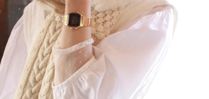 白に抱かれた彼女のマフラー
