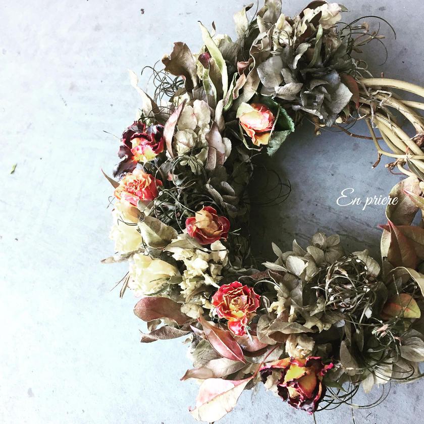 蜜蝋を纏った冬のリース