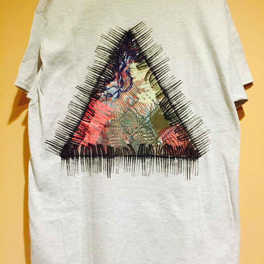 SPCN  triangle   Tシャツ