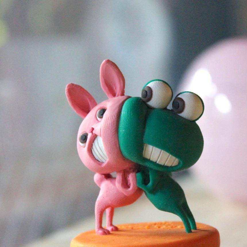樹脂粘土人形/ケロとピンクうさぎ(台オレンジ)