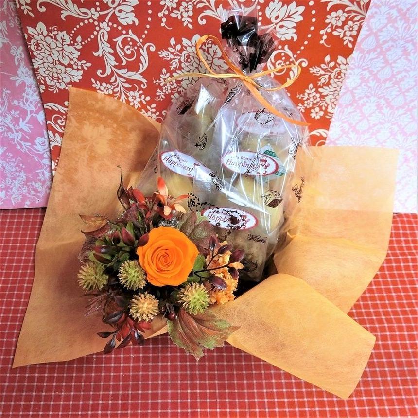 アンティーク風ブリキのミルク缶に入れたプリザーブドフラワーのブーケと秋の焼き菓子8袋のギフトセット