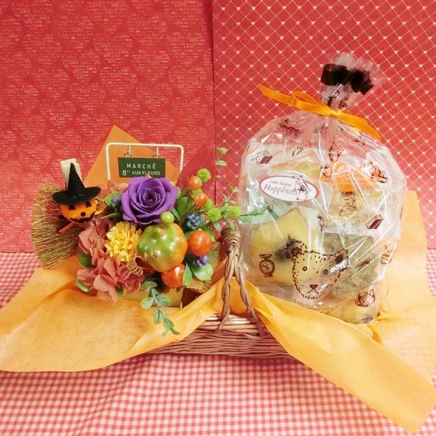 実りの秋をイメージしたプリザーブドフラワーアレンジとカボチャや栗などを使った秋の焼き菓子8袋のギフトセット