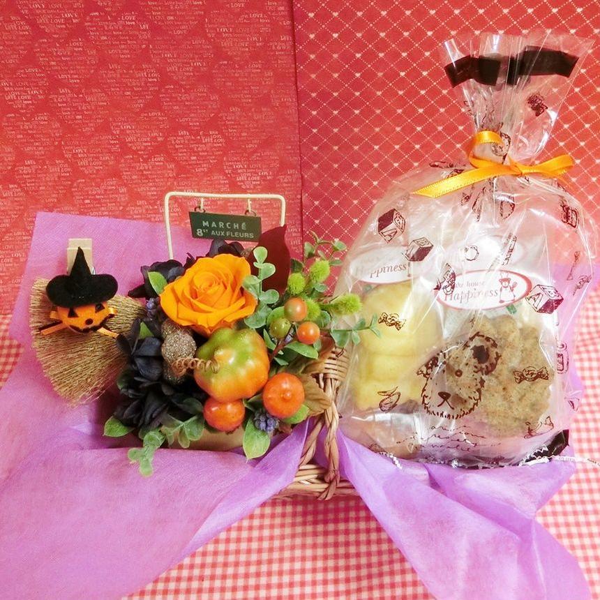 実りの秋をイメージしたプリザーブドフラワーアレンジとカボチャや栗などを使った秋の焼き菓子6袋のギフトセット