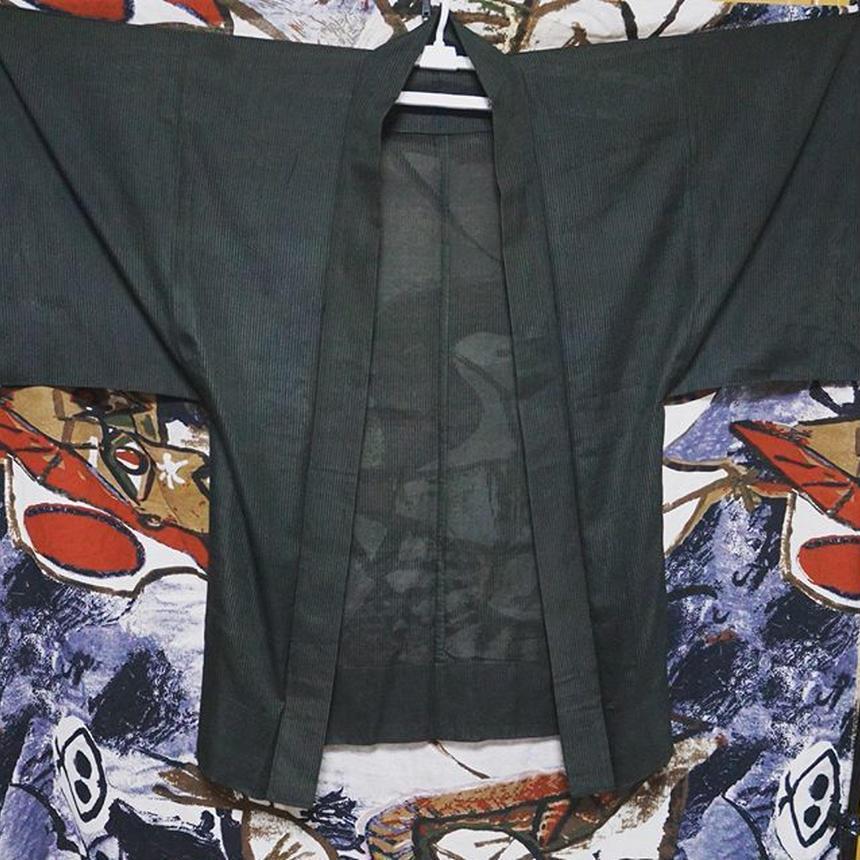 細いストライプの黒羽織