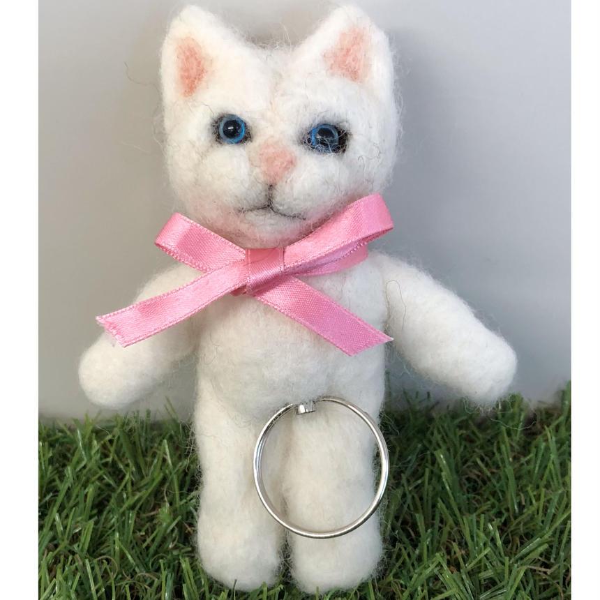白猫  リール式 キーチェーン☆