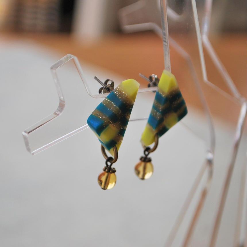 三角ラメ+ガラスビーズのピアス green