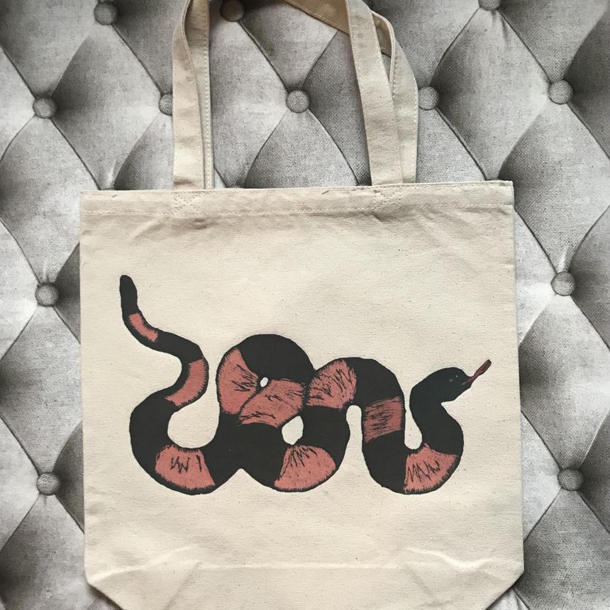 蛇のトートバッグ