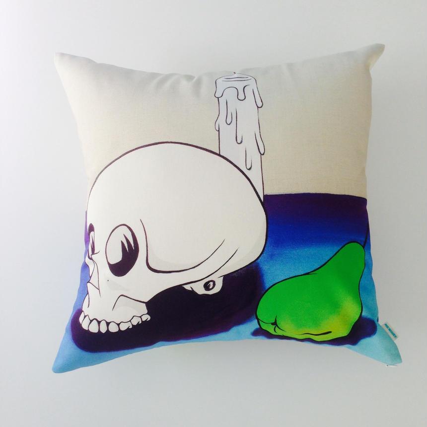 アートクッション 「Schädel mit Kerze」 (Skull with Candle)