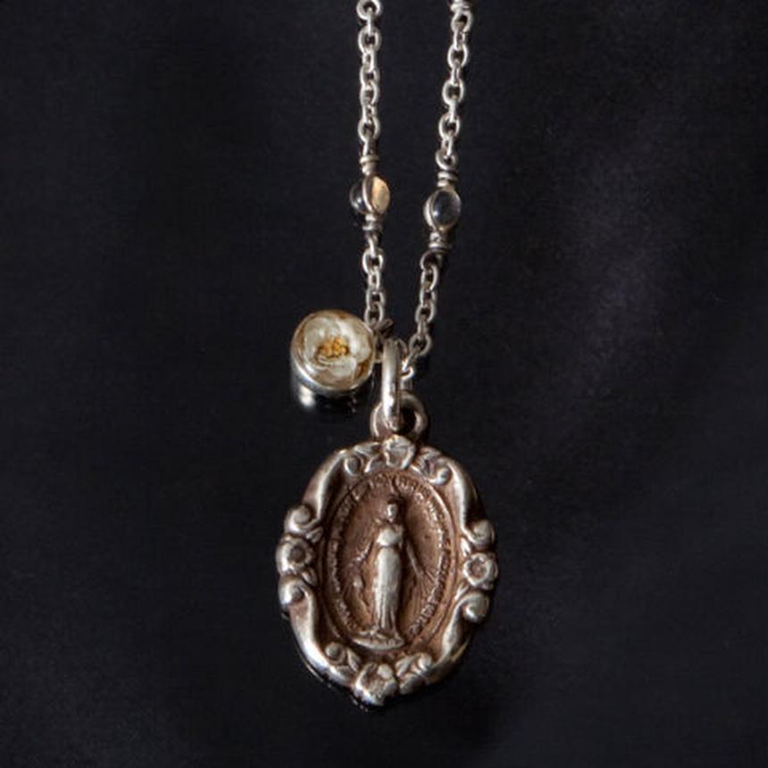 Viburnum Maria Glass Necklace