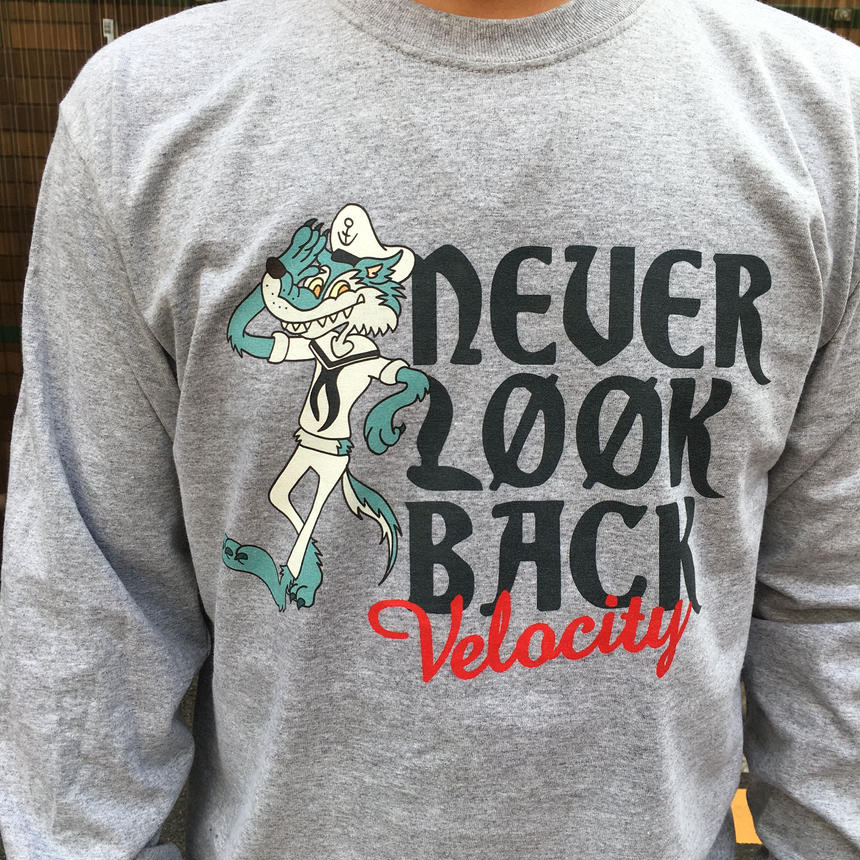 VELOCITYNEVER LOOK BACK ロンT(グレー)