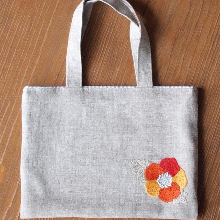 リネンの手刺繍ミニバッグ 赤いお花