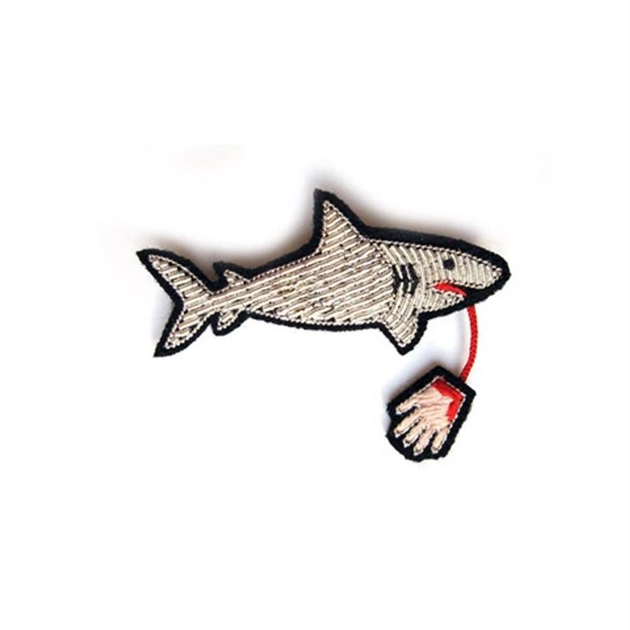 "MACON & LESQUOY LARGE HAND-EMBROIDERED ""Waiting for the shark"" ブローチ"