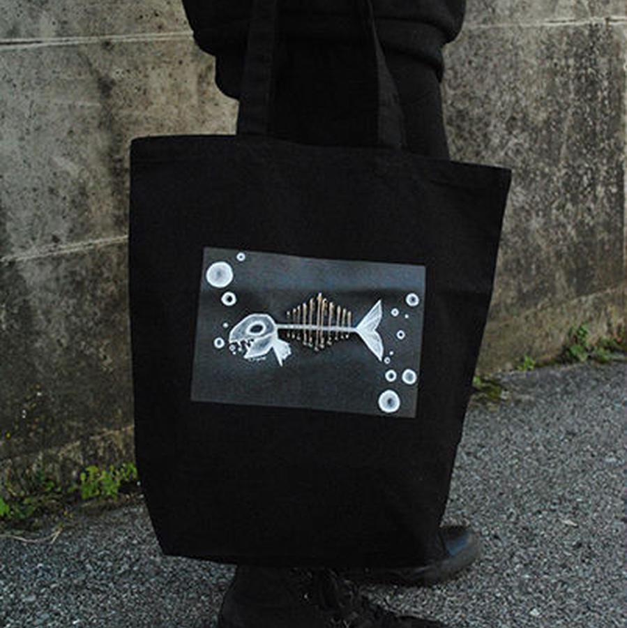 魚骨トートバッグ ブラック色