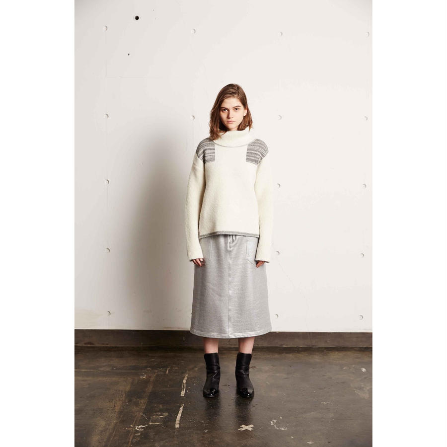 DOUBLE FACE OFF-TURTLE NECK KNIT