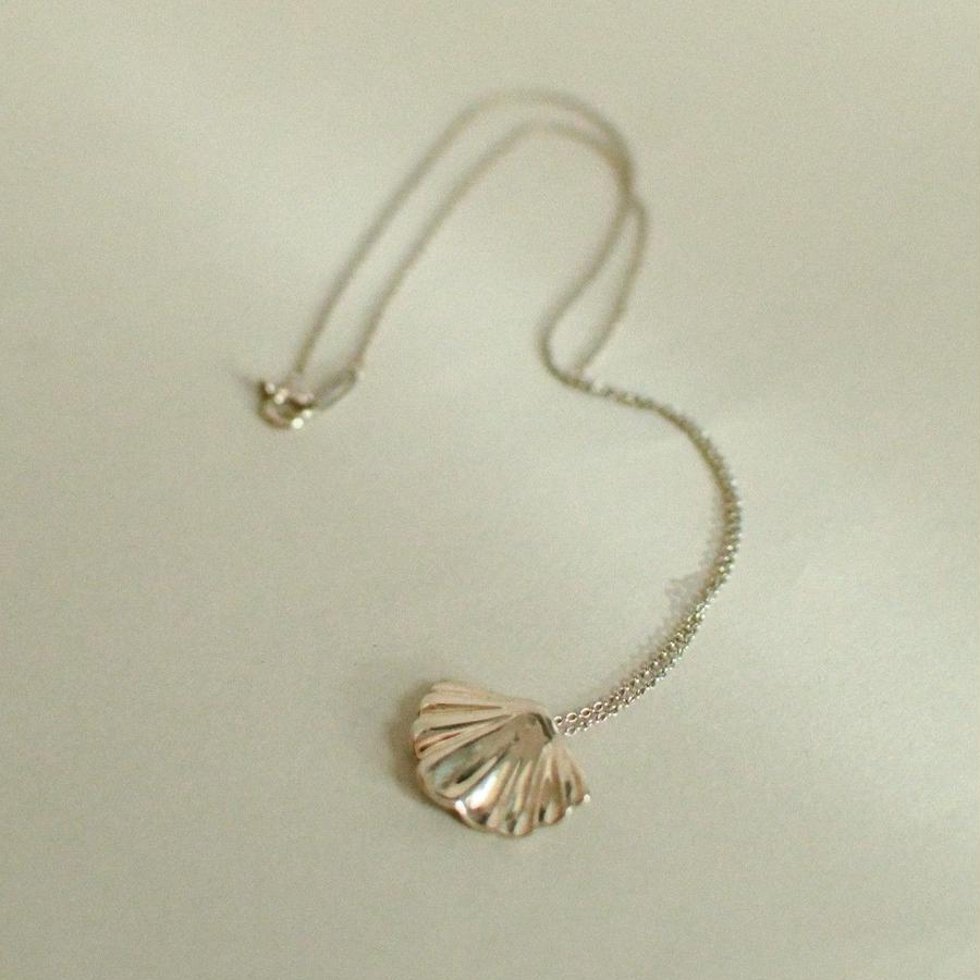TIFFANY & CO.  /  Shell silver necklace