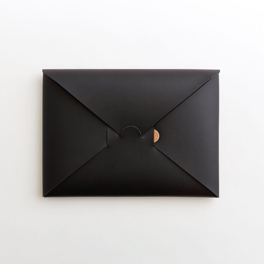 seamless clutch bag-M(black / nude)   i ro se