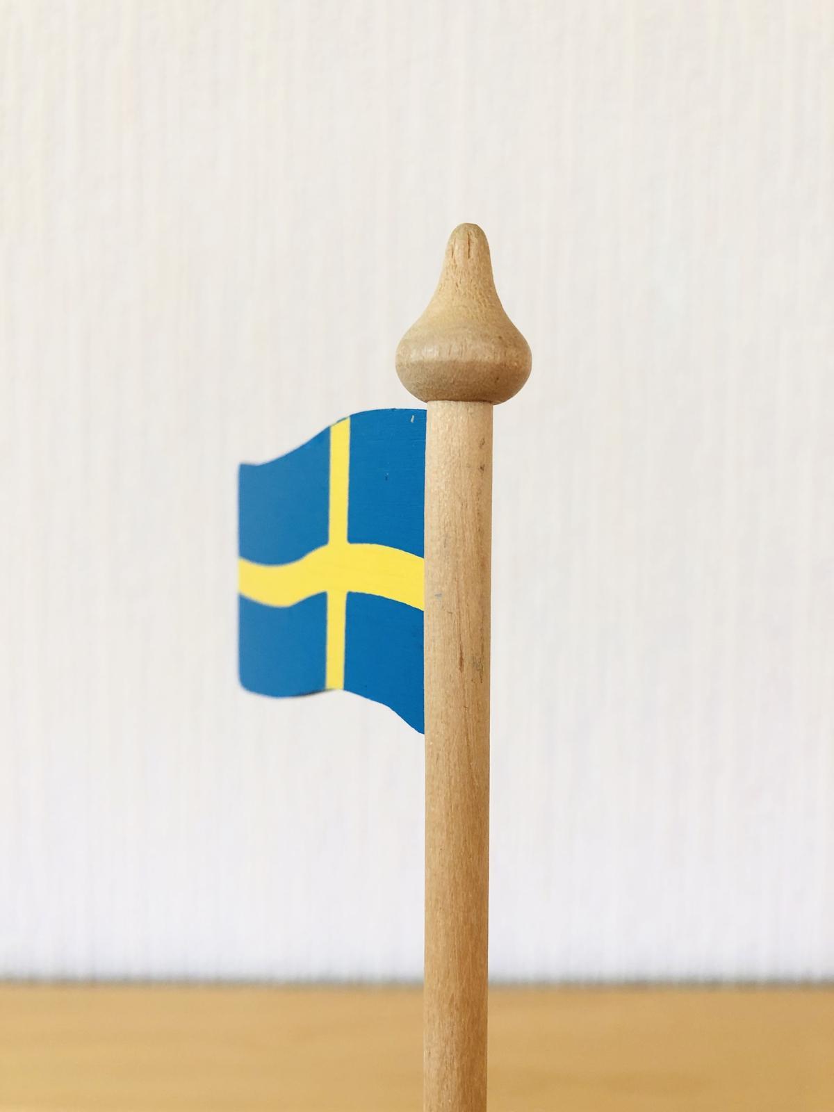 Wasurenagusa            スゥエーデンの国旗/木製
