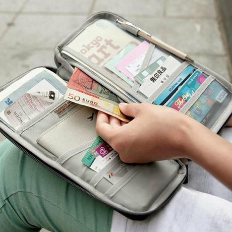 貴重品入れ・パスポートケース