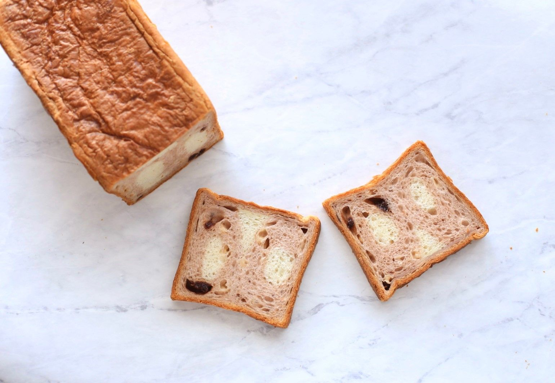 苺とホワイトチョコの食パン登場